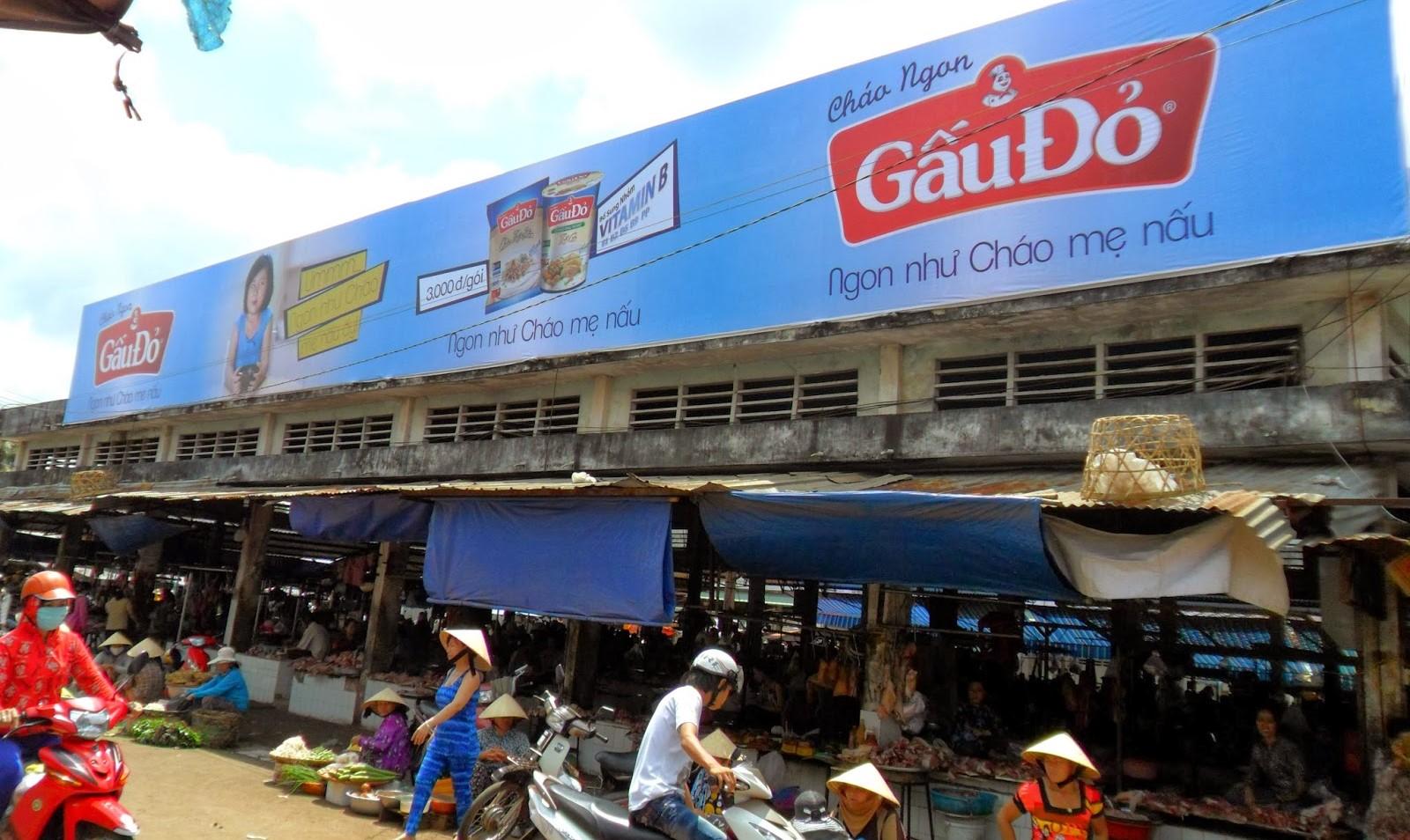 Quảng cáo biển bảng cổng chợ