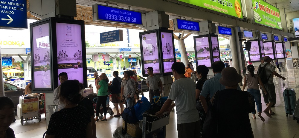 Quảng cáo lightbox ốp cột sân bay