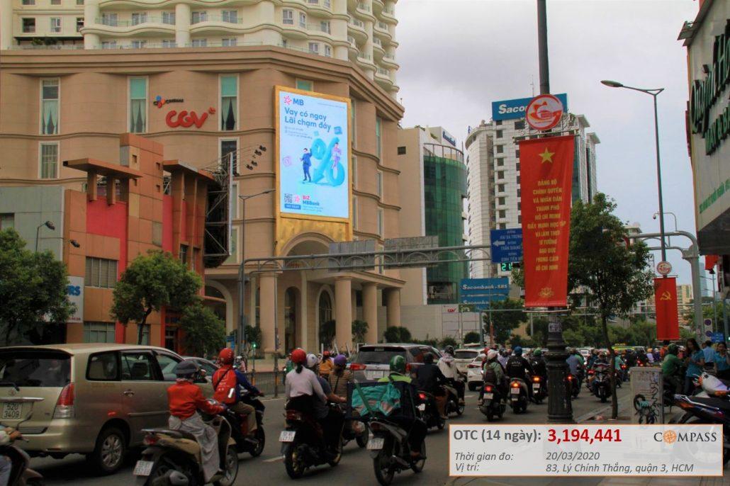 Quảng cáo của MB Bank trên màn hình led ngã tư Lý Chính Thắng & Nam Kỳ Khởi Nghĩa.