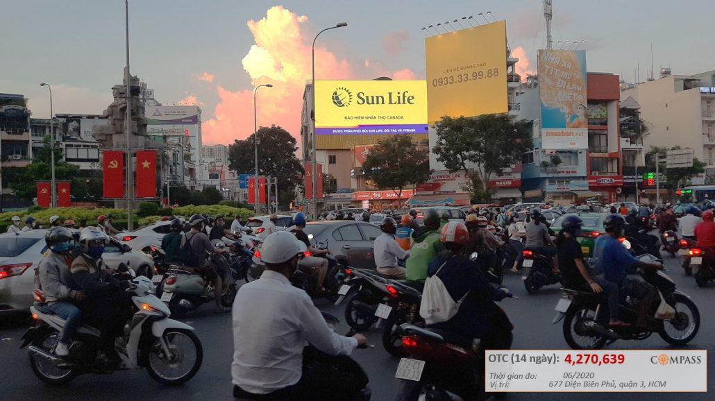 Nhãn hàng Sunlife đã quảng cáo tại màn hình led vòng xoay Lý Thái Tổ