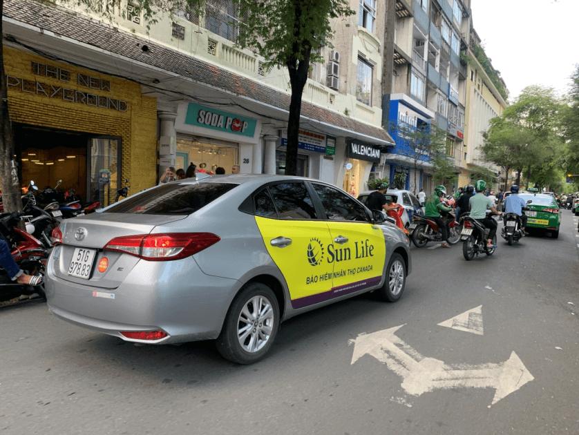 quảng cáo trên taxi công nghệ