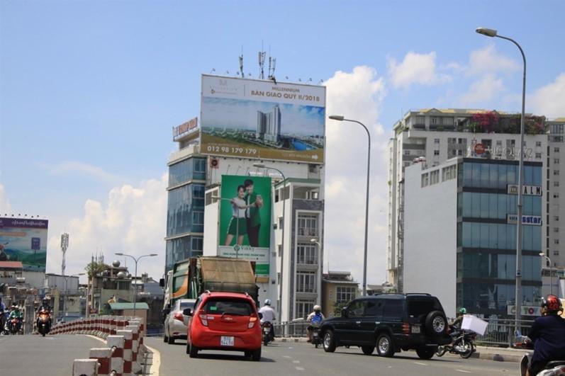 Bảng quảng cáo 6 - 8 Đoàn Văn Bơ, quận 4, Hồ Chí Minh