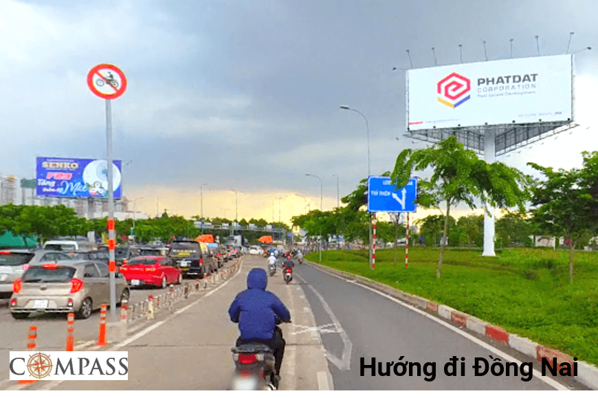 Bảng quảng cáo trụ đường Mai Chí Thọ, quận 2, Hồ Chí Minh